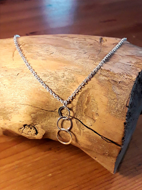 St.silver necklace with 3 link circle ring charm