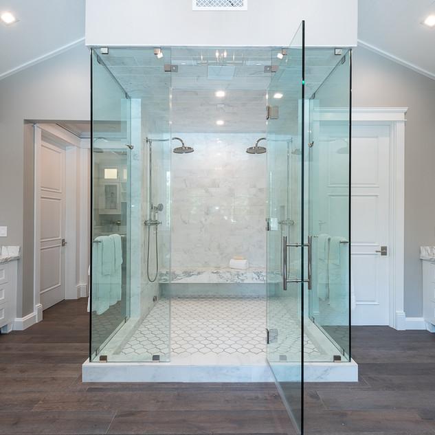 96 Master Bath.jpg