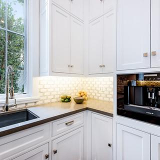 48 Kitchen.jpg