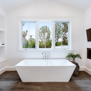 80 Master Bath.jpg