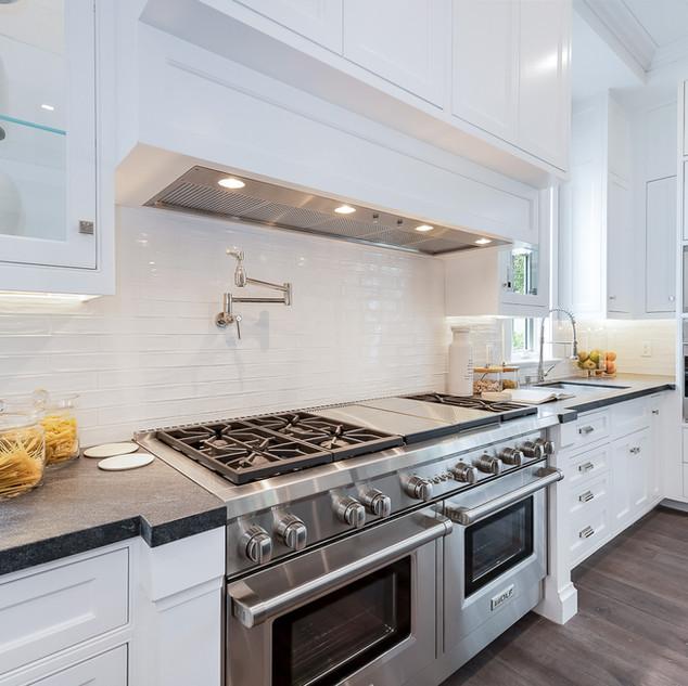 30 Kitchen.jpg