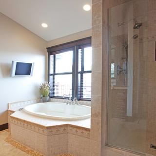 mastre bathroom.jpg