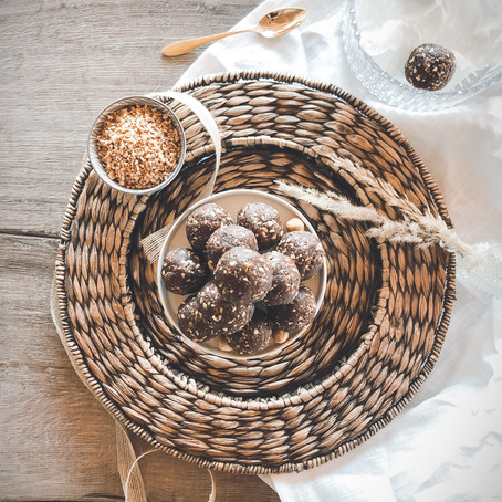 VEGAN CACAO-HAZELNUT BALLS - A SNACKABLE BLISS