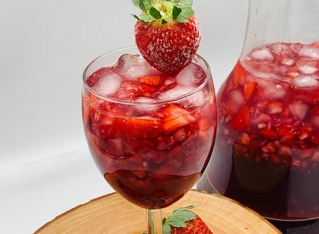 Strawberries+Sangria=Delish!!