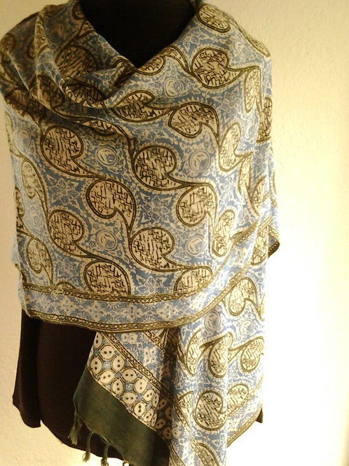 Xale de seda e viscose estampado em batik tjap