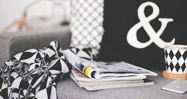 Zeitschriften auf Couch