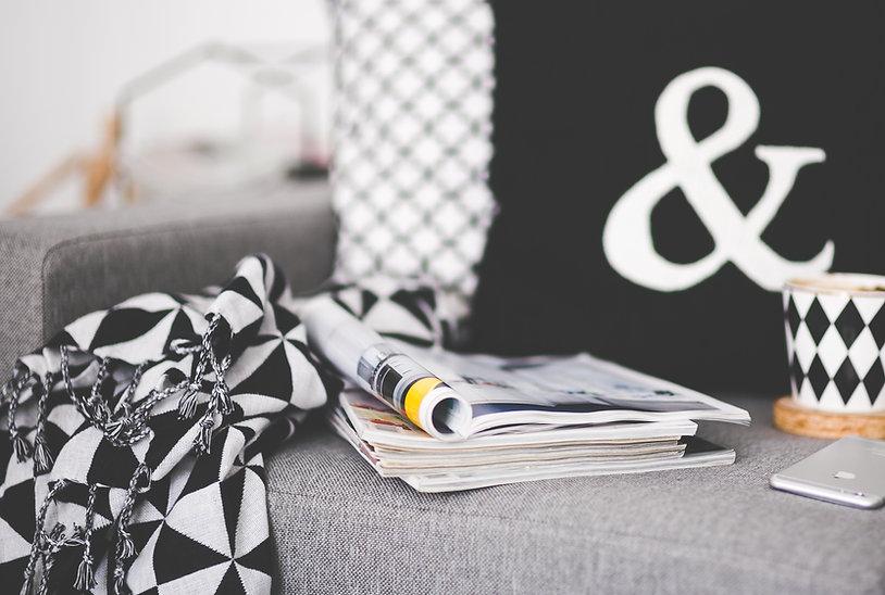диван, подушки, плед FR