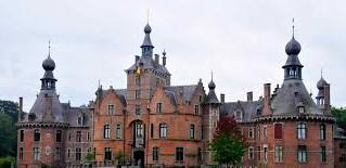 Natureplay versiert het binnenplein van het kasteel van Ooidonk!