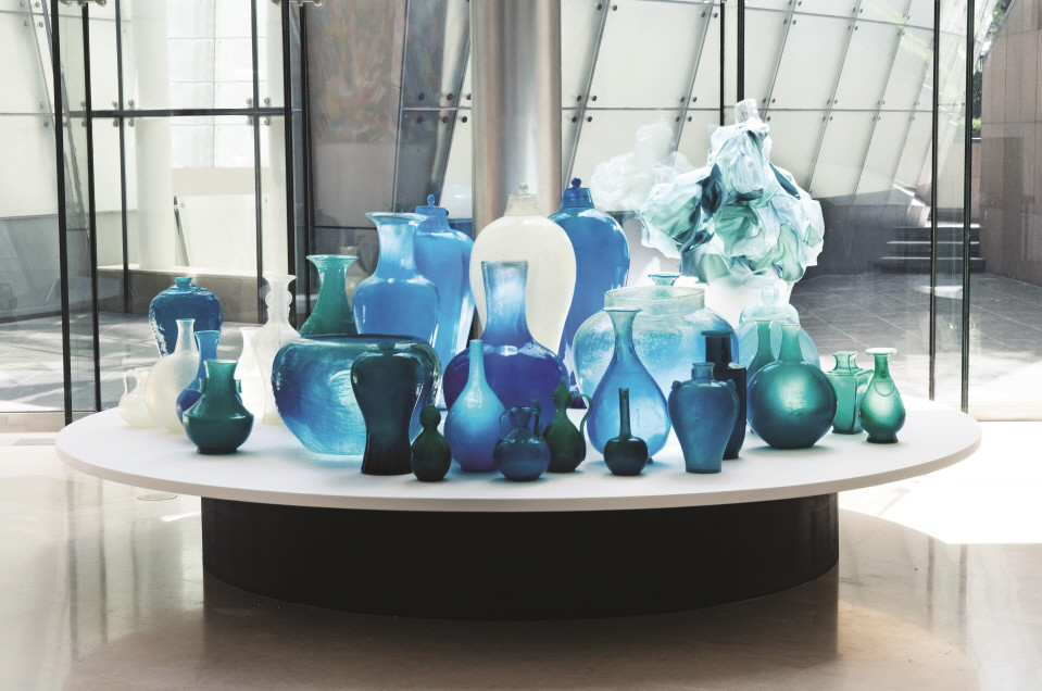 Installation view,Art to Wear, Plateau Museum