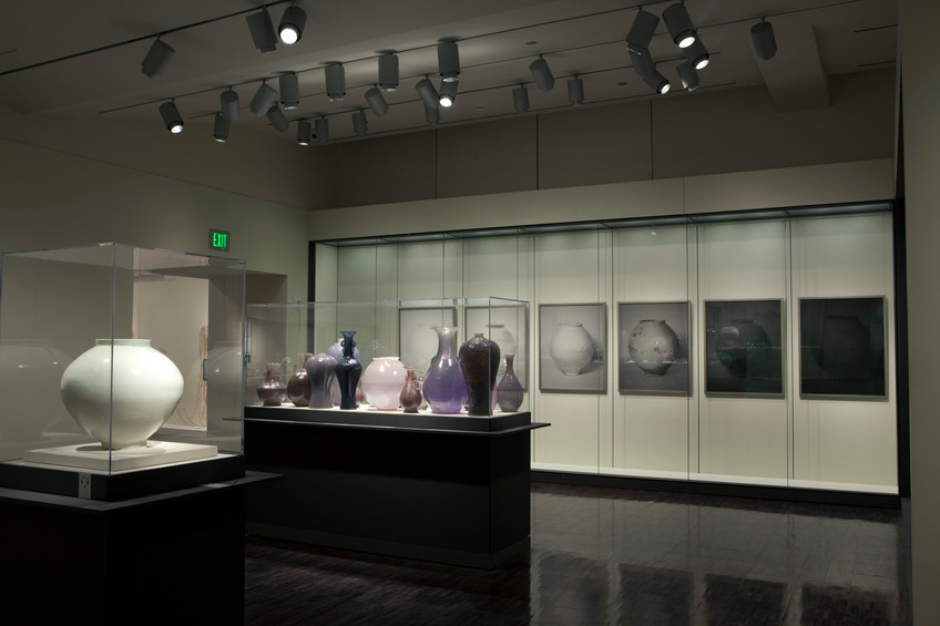 Installationview, Poetry of in Clay: Korean Buncheong Ceramics from Leeum, Asian Art Museum of San Francisco
