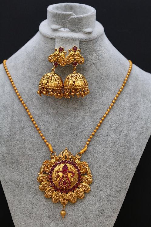 Matt gold necklace