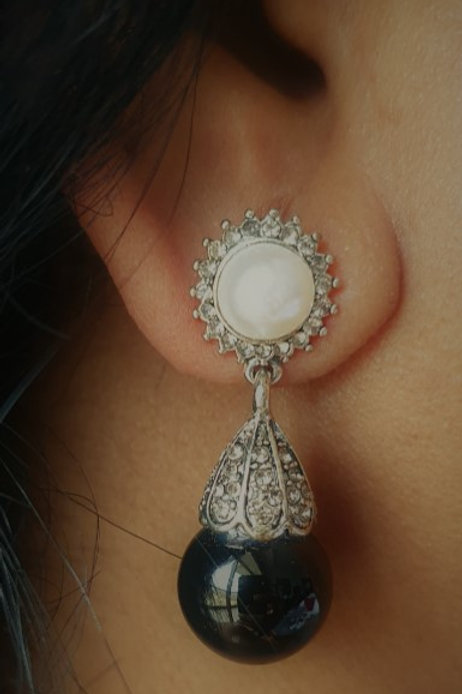 Black agate and hyderabadi pearl earrings