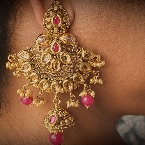 Kundan and red beads earring