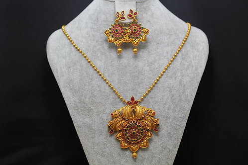 Royal pendant with earrings