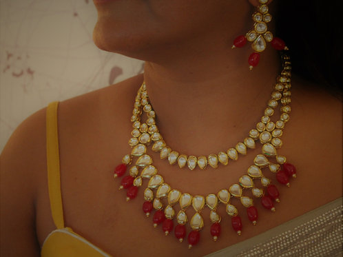 Kundan necklace with red beads