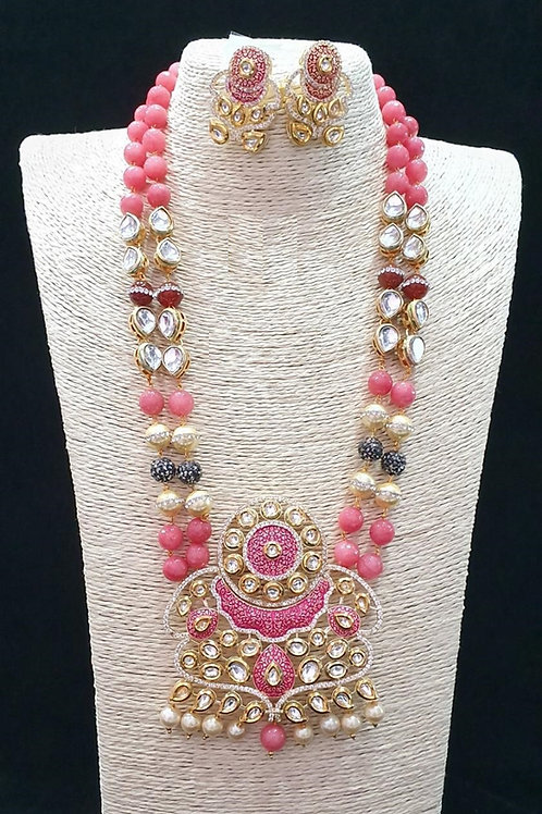 Necklace in Pink