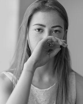 Portrait noir et blanc d'un mannequin