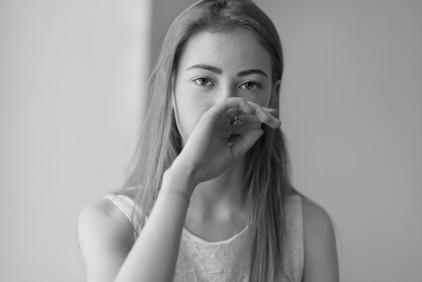 モデルの黒と白の肖像画