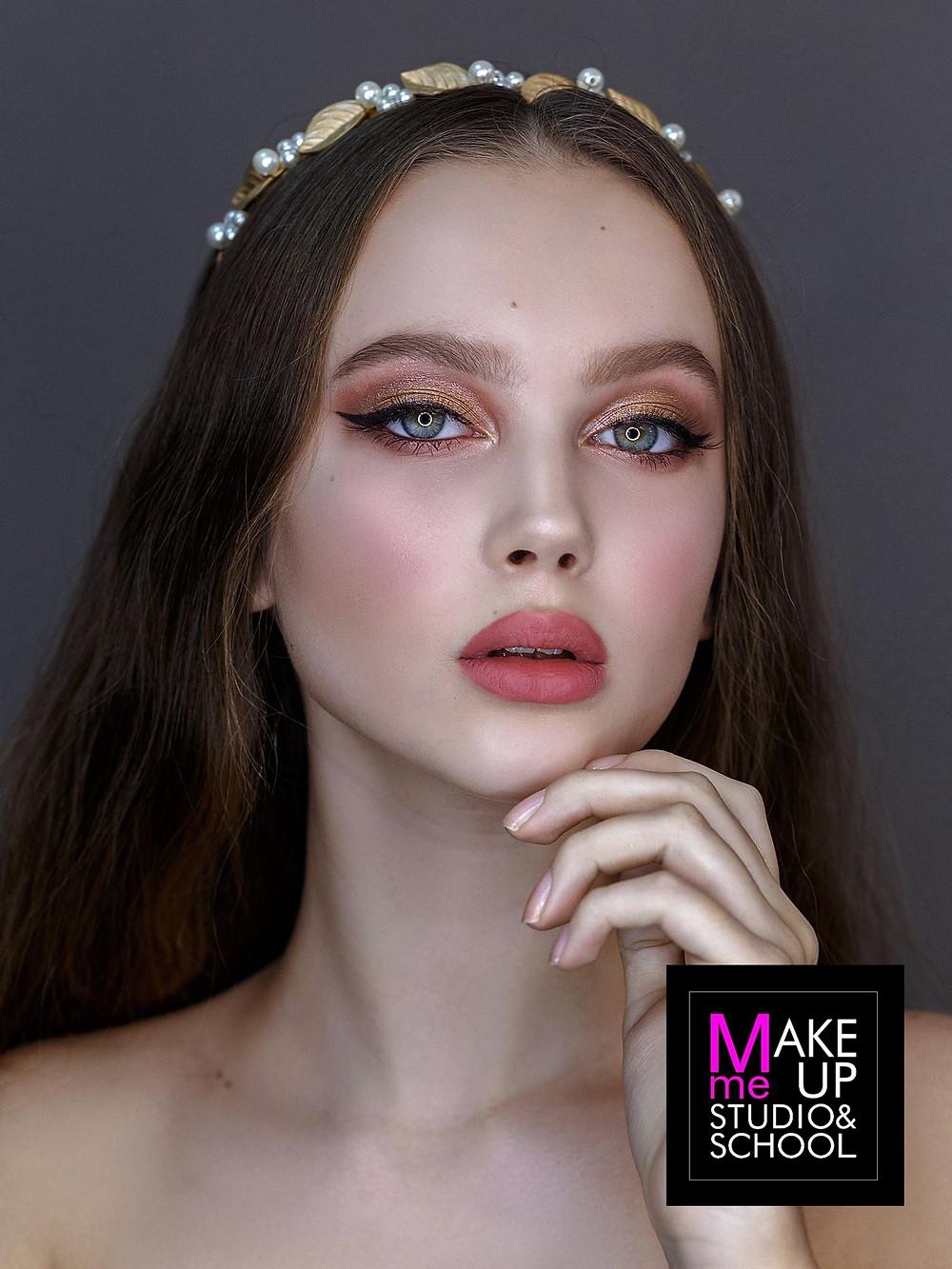 Стрелка - идеальный романтичный макияж