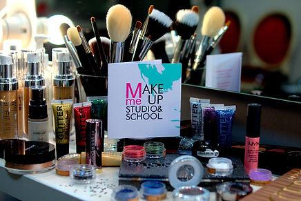 Курсы визажа в Одессе от школы макияжа Make Me Up  Studio and School - профессиональная косметика предоставляется