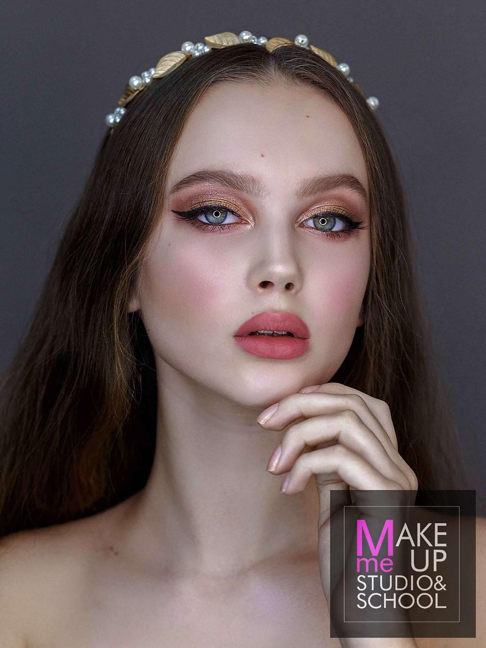 "Тренды макияжа сезона 2020 - эффект ""румянца с мороза"""