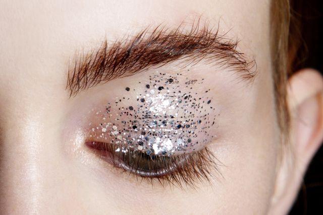 Глиттеры часто используются визажистами в fashion индустрии для создания ярких образов
