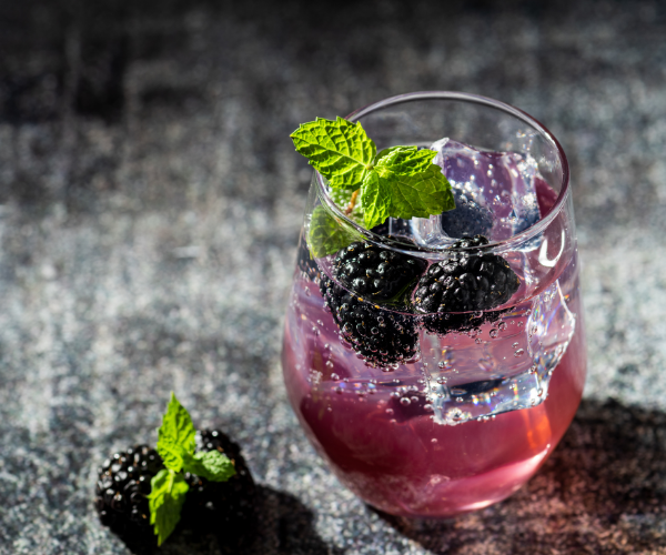 Mocktails with natural ingredients can be a good way to enjoy a drink without the negative inflammation that goes with alcohol.