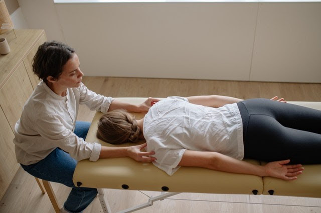 Specific  manipulation techniques are promising as alternative treatments for low back pain as they have been developed with the aim of stretching  or manually massaging the spinal muscles in an attempt to relax them.