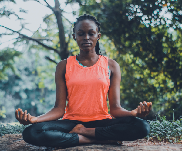 Mindfulness meditation has been shown to reduce sensitivity to pain.