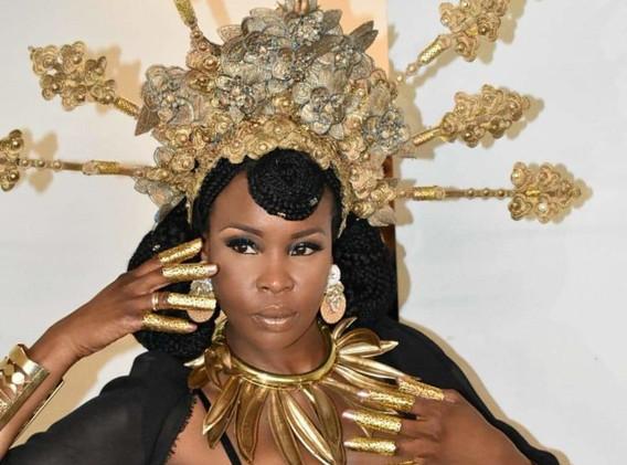 coiffure dorée black queen.jpg