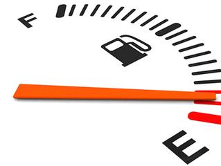 ¿Qué problemas trae conducir con poco combustible?