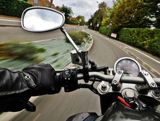 ¿Porque mi motocicleta pierde potencia durante la conducción?