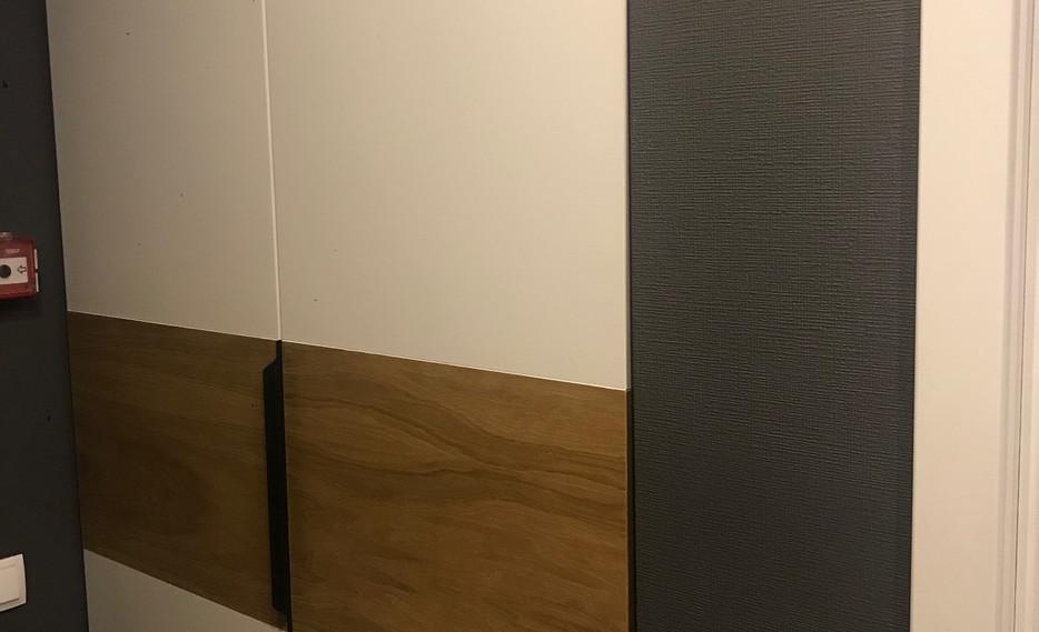 Авторский шкаф под эмалью с комбинированными фасадами