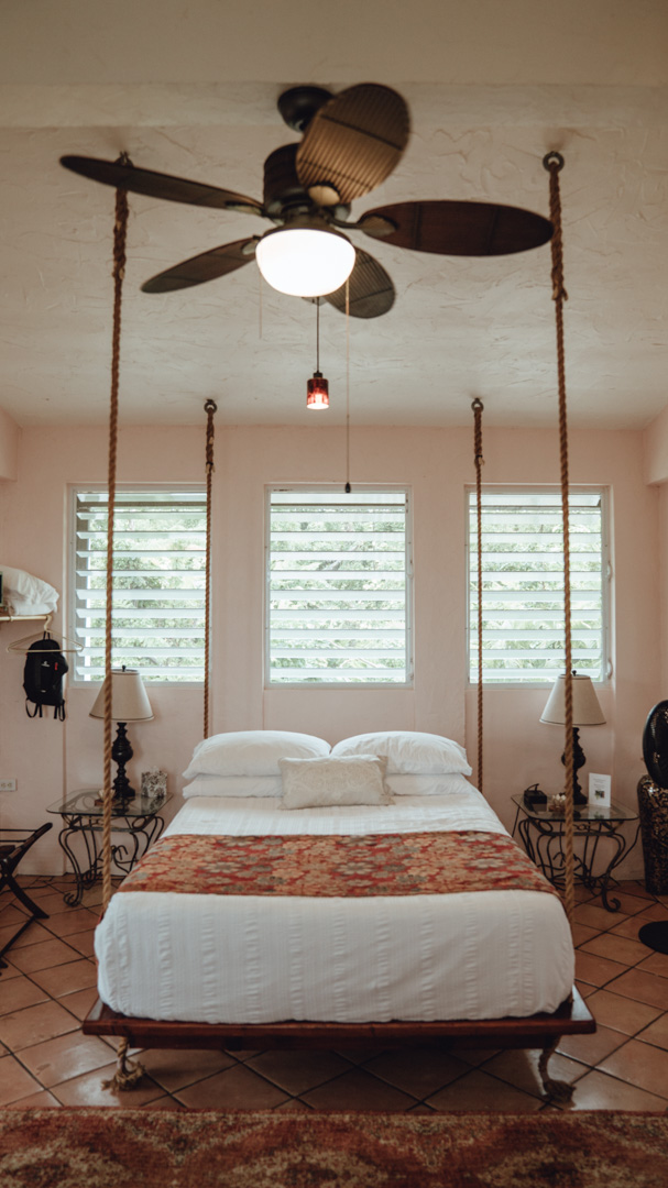 Swinging Bed Jungle Suite