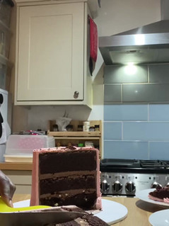How to cut cakes .mov