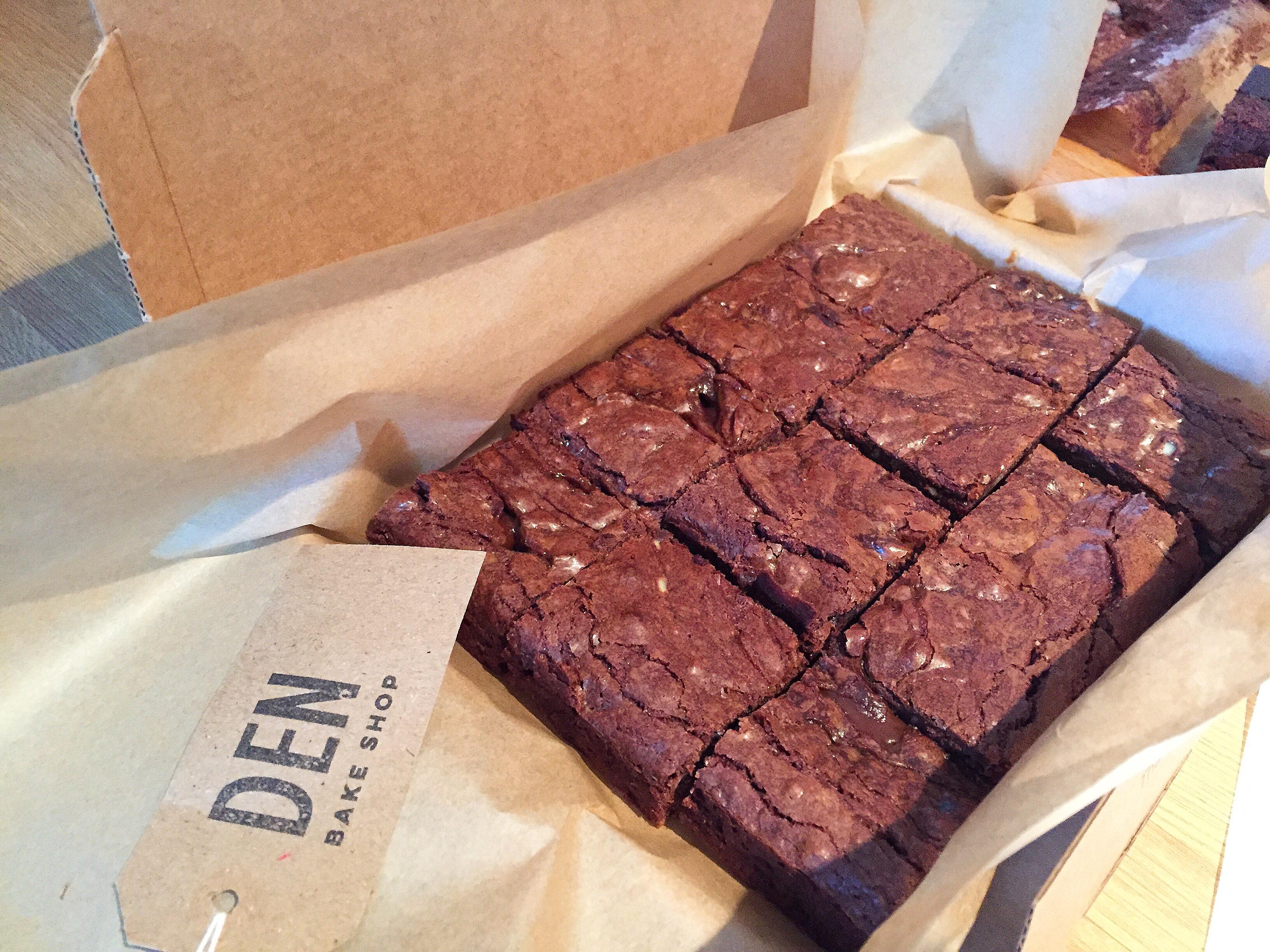 Den Bake Shop brownie box