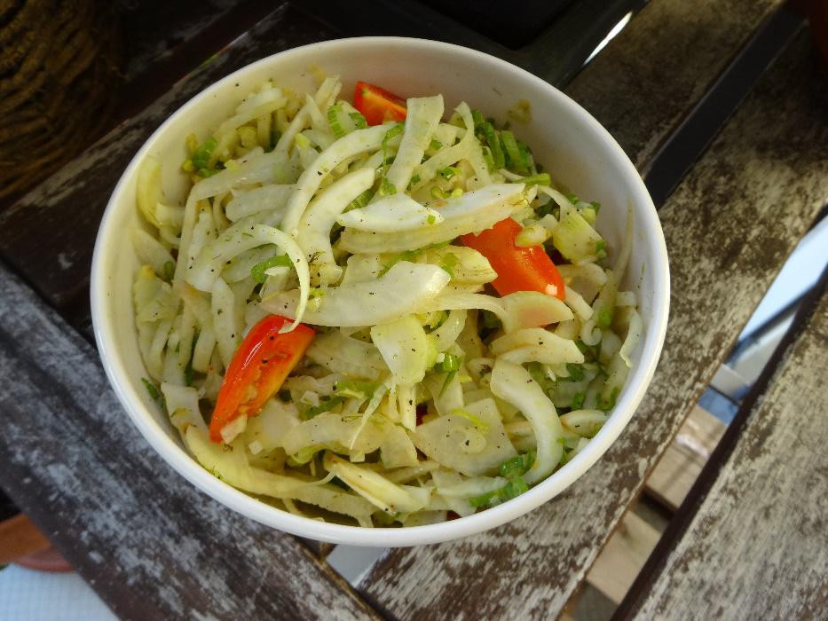 lauwarmer Fenchel Salat aus regionalen Zutaten