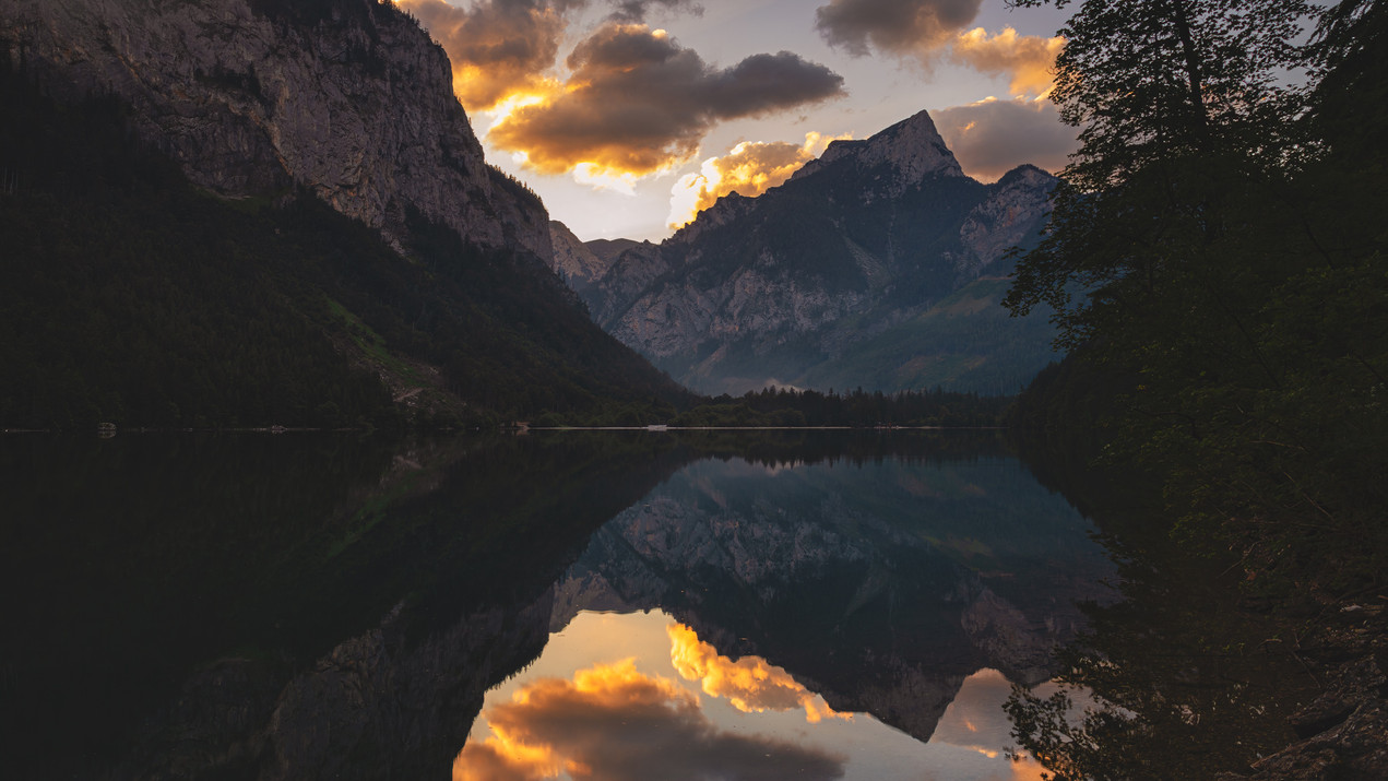 Sunrise at Leopoldsteienr Lake & Mount Pfaffenstein