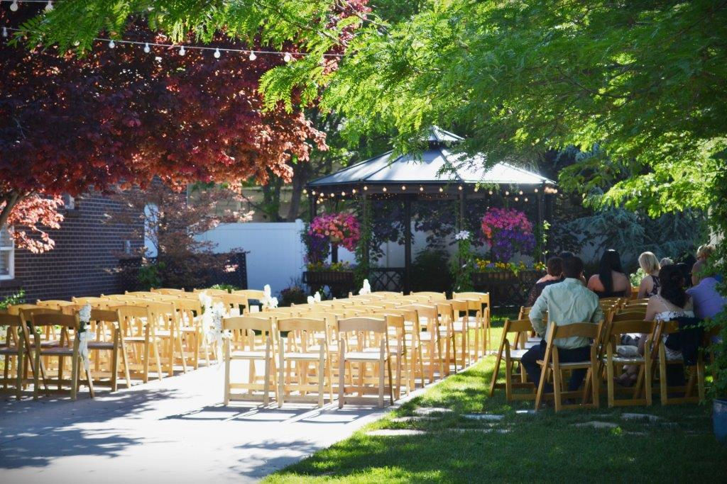 Outdoor Wedding Venues: Arbor Manor Reception Center