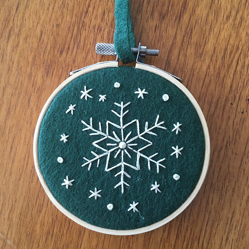 "Snowflake on green felt ""3"