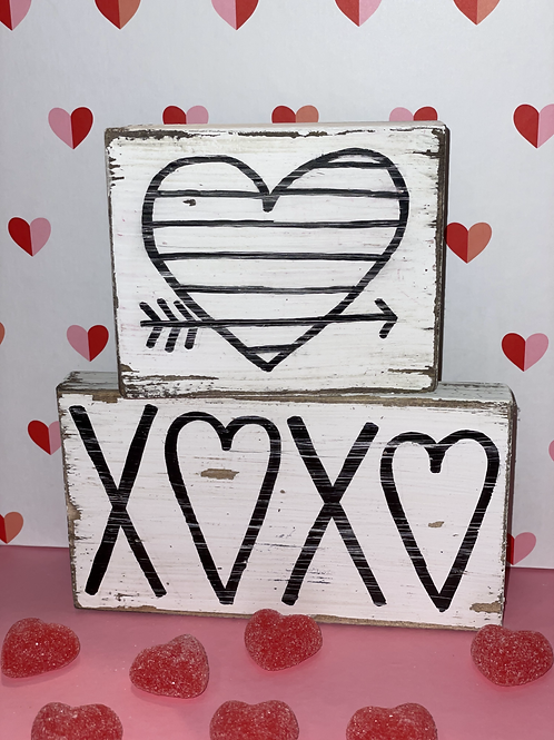 Shiplap heart and XOXO wooden sign
