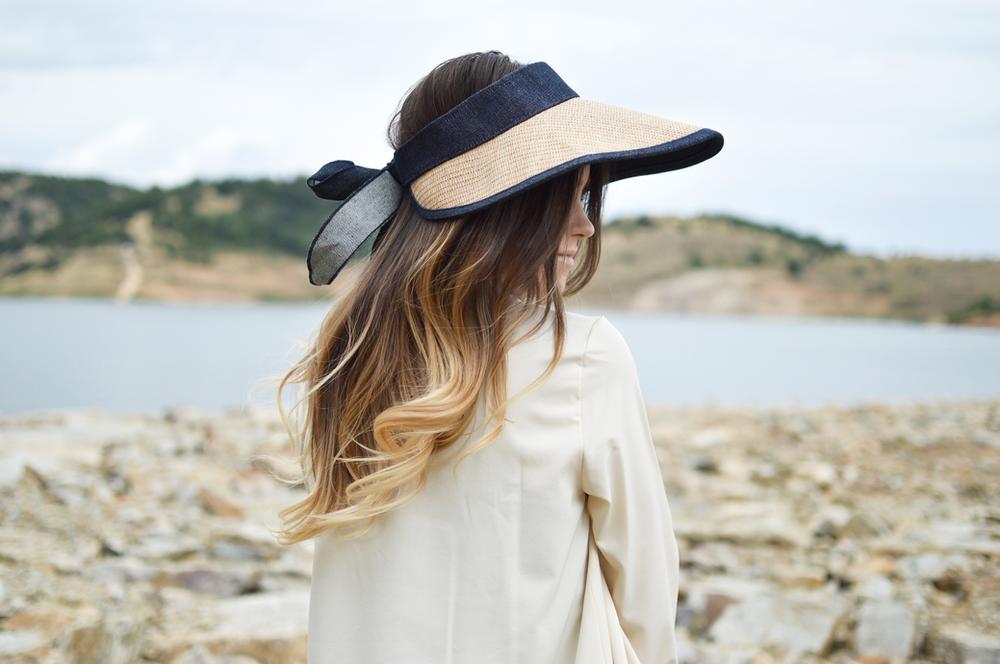 אישה-עם-כובע