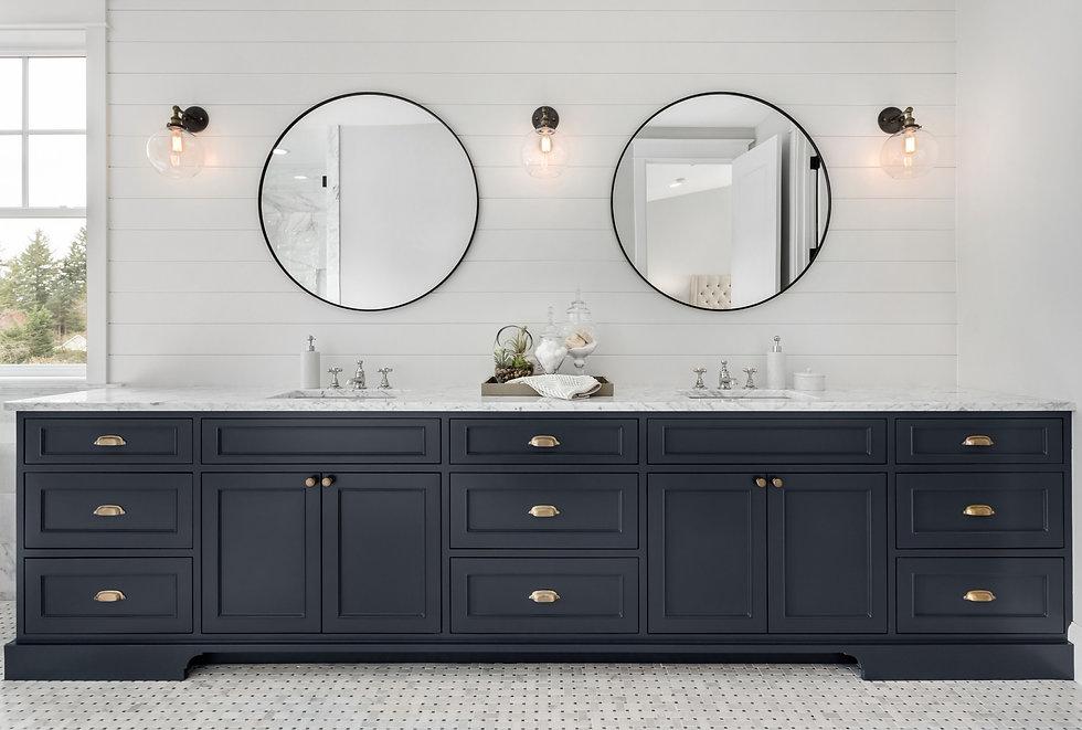 Large Double Vanity in Master Bathroom in New Luxury Home_edited.jpg