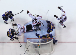 Blackhawks Defeat Blues 3-2 in Game 2, Even Series at 1-1