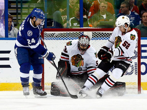 Blackhawks 12-game win streak snapped
