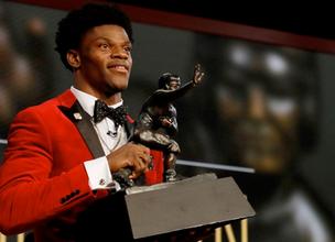 Louisville's Lamar Jackson Wins 2016 Heisman Memorial Trophy