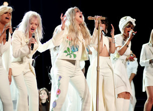 "Kesha's powerful, star-studded Grammy performance of ""Praying."""