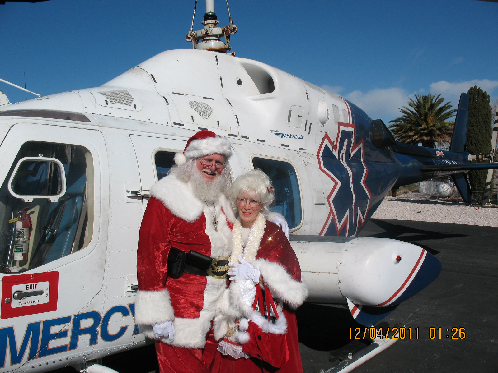 Santa+Mrs-Helicopter