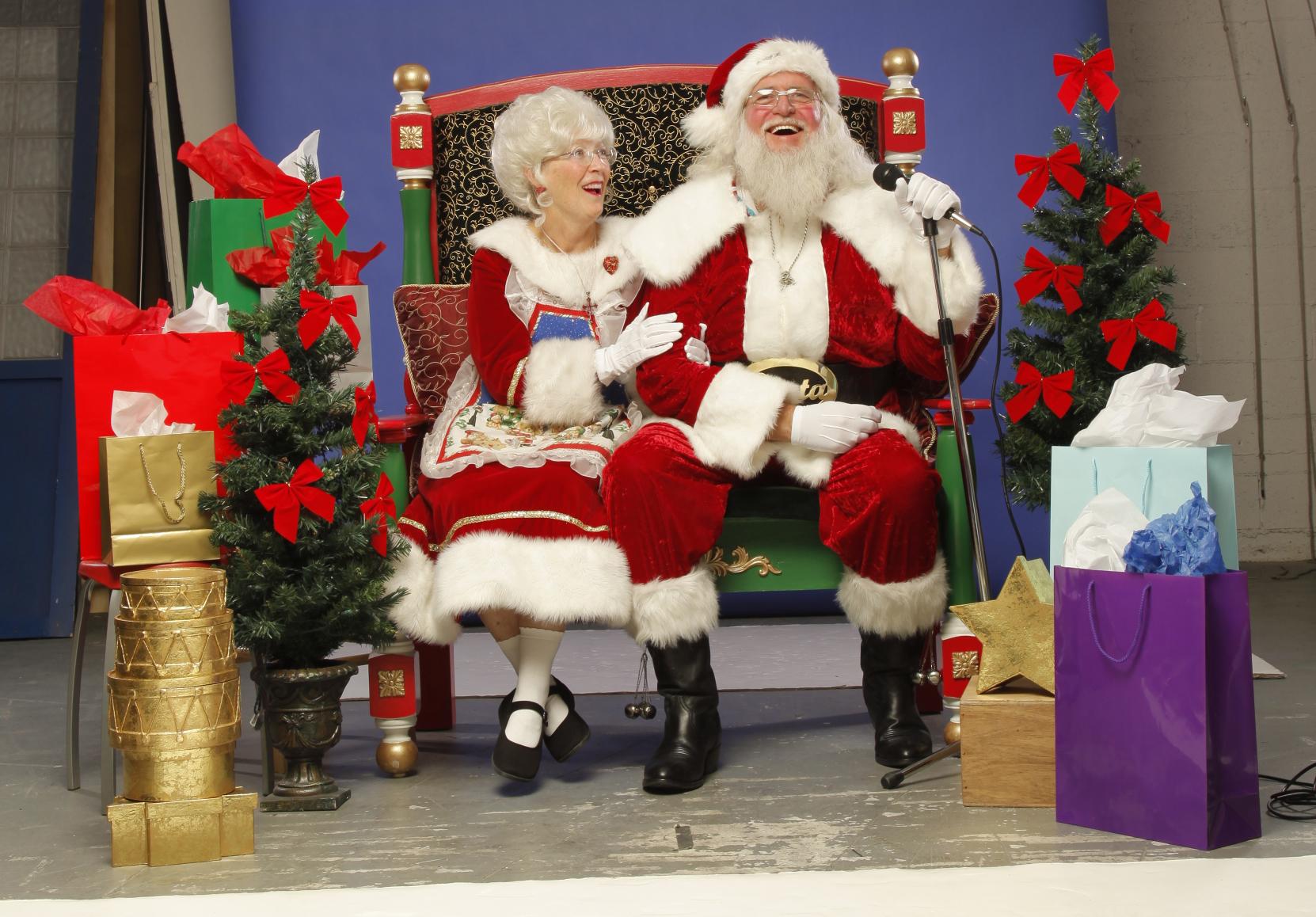 Santa+Mrs.C-PostCard