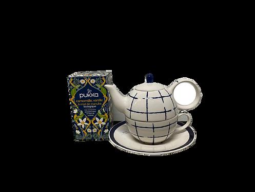 Theepot met een theedoosje